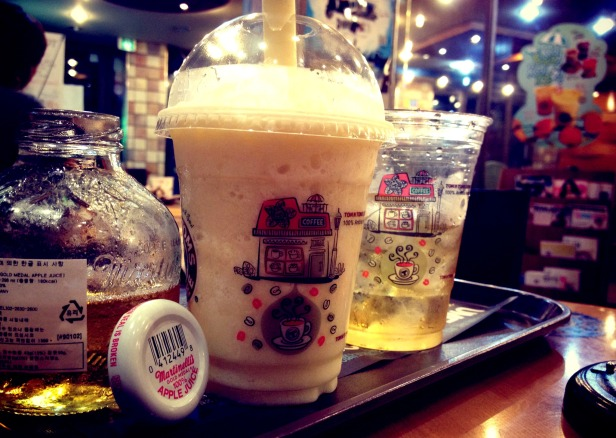 But of course, we always have room for sweets after dinner. :D — at Tom n toms 청담동