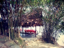Lunch by the lake in Phuong Lam