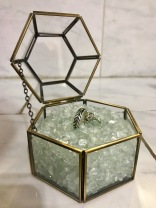 Geometric ring box for the ring-bearer